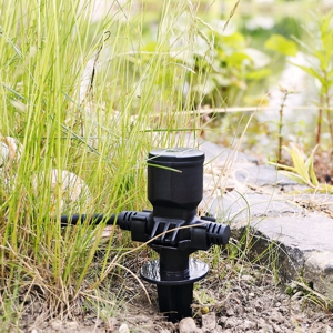 5-fach Gartensteckdose mit Einzelsteckdose im Garten am Teich