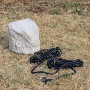 4 fach Stein Außensteckdose Heitronic im Rasen Ansicht von hinten